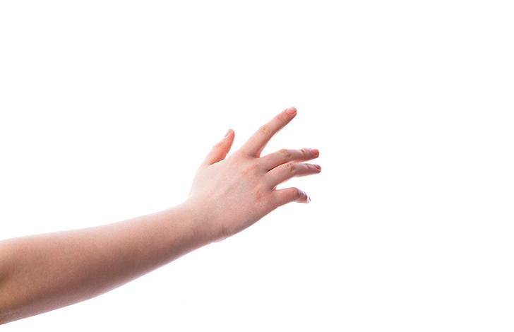 手 触れる